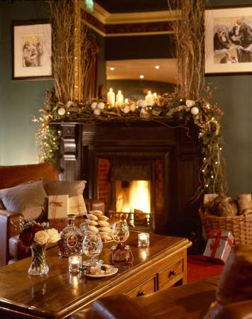 Kilkenny Hibernian Hotel: Lobby with Christmas decorations