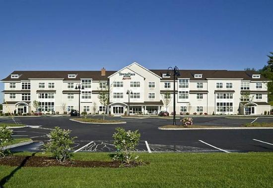 TownePlace Suites Gilford: Exterior