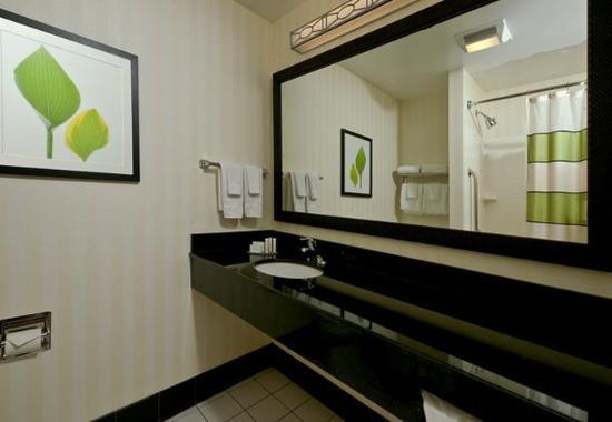 Exeter, NH: Suite Bathroom
