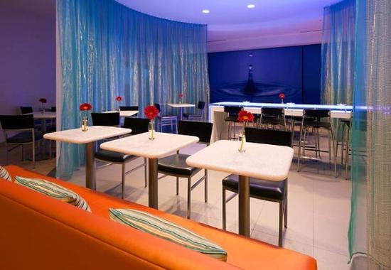Колумбия, Мэриленд: Lobby & Breakfast Area