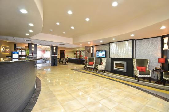 Best Western Premier Crown Chase Inn & Suites: Lobby