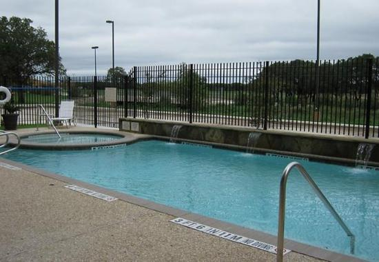 Fairfield Inn & Suites San Antonio Boerne: Outdoor Pool & Spa