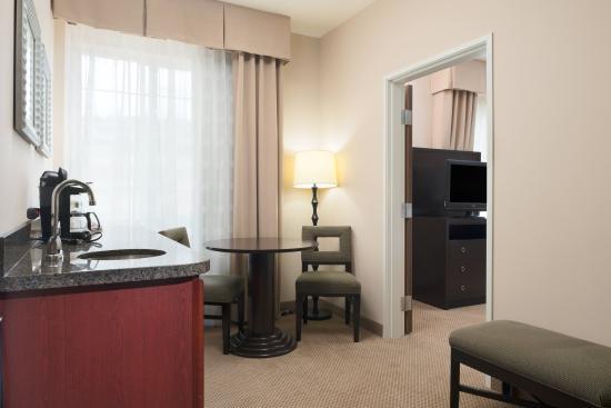 Sequim, WA: Two Queen Suite sitting area