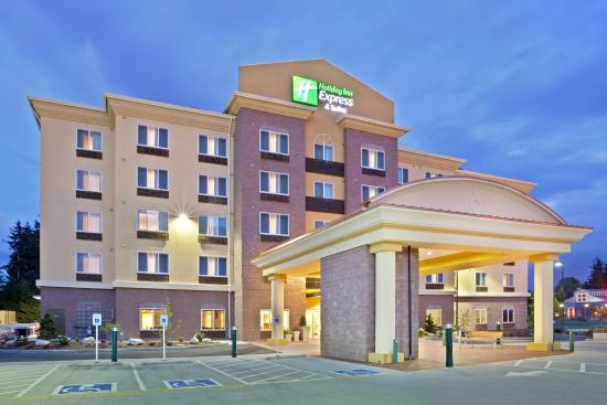 Holiday Inn Express & Suites Seattle North - Lynnwood: Close to shopping, the Holiday Inn Express in Lynnwood