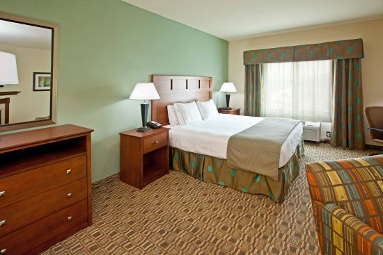 Holiday Inn Express Hotel & Suites Ripley: Jacuzzi Suite