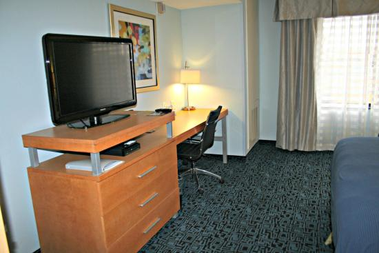 """Rock Springs, WY: All rooms include 37"""" TV with cable and large desk area."""