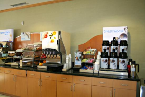 Rock Springs, Вайоминг: Complimentary breakfast with hot and healthy choices.
