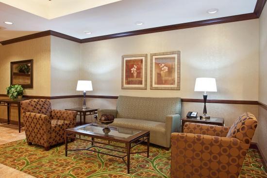 Peru, IL: Hotel Lobby