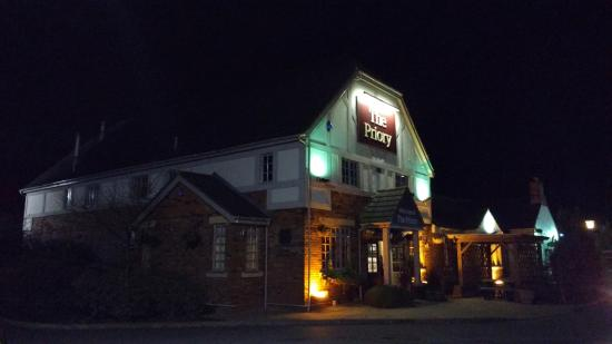 Wellingborough, UK: Priory Pub - a good value eatery
