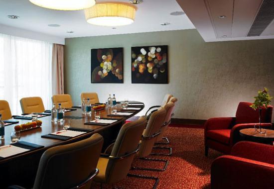 Lingfield, UK: Boardroom