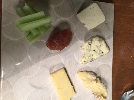 Todmorden, UK: yum! Local artisan cheese!