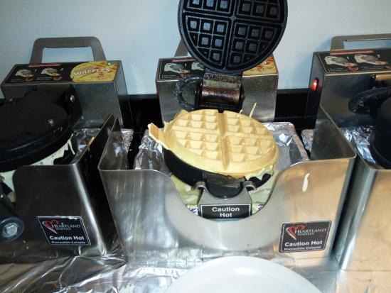 Chicago Getaway Hostel: Waffles