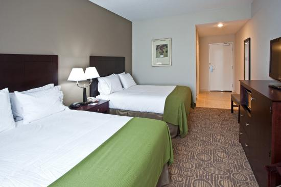 Queen Bed Guest Room- Holiday Inn Express in Palatka Northwest