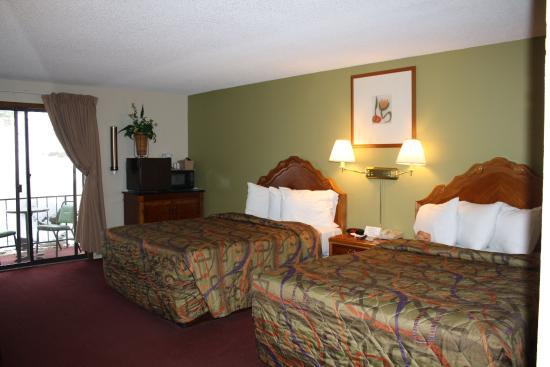Munds Park, AZ: Deluxe Two Queen Room