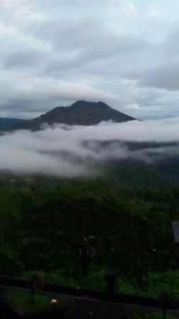 Jimbaran, Indonesia: Great view of Kintamani volcano and it's lake before sunrise