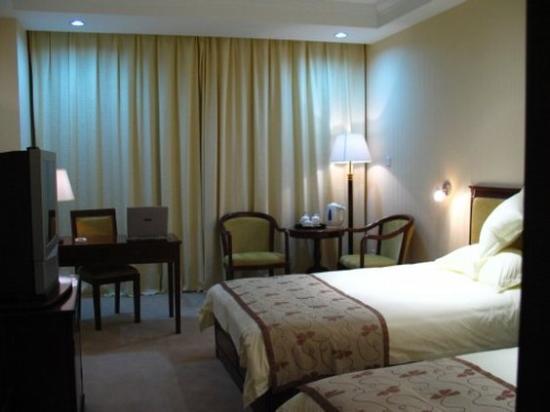 Taizhou, Cina: Mahjong table in suite