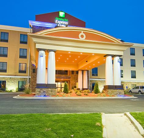 Holiday Inn Express & Suites Fulton: Hotel Exterior