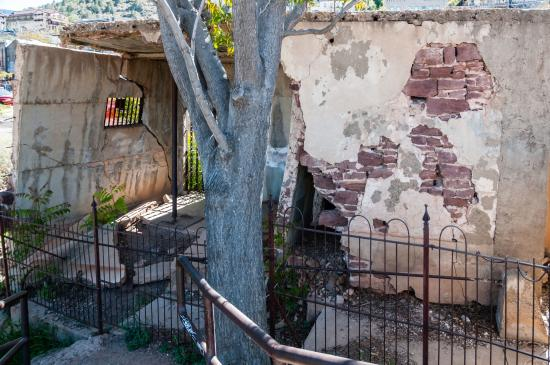 Jerome, AZ: Amazing it is Still Standing After Its Slide