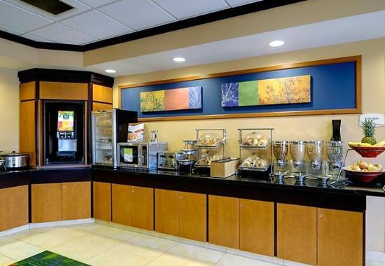 Ottawa, IL: Breakfast Area
