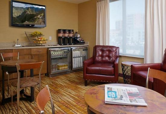 Aurora, CO: Lobby Lounge