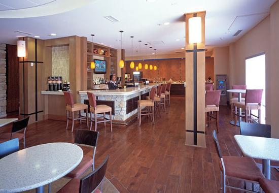 Aurora, CO: Lobby Bar