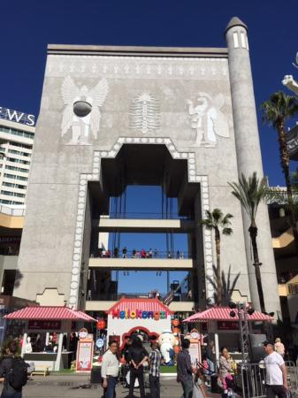 Beverly Hills, Californië: The Hollywood & Highland Complex is home to the Dolby Theatre, home of the Oscars.