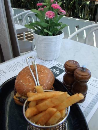 Lane Cove, Australia: The delicious Beef burger is a must to try.