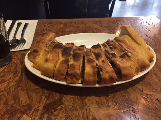 Pyeongtaek, Corea del Sur: Staek Stromboli-Grilled steak with peppers, onions and American cheese