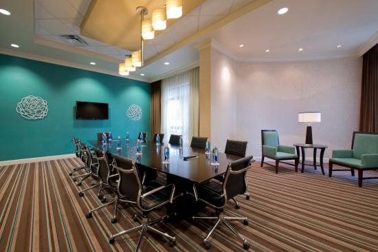 College Park, Geórgia: Our board room offers space to spread out and move around.