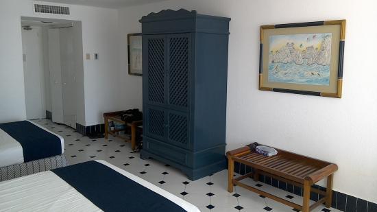 Elcano Hotel: Large room on the 4th floor