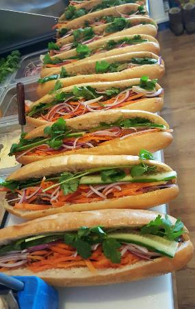 Guelph, Canadá: Monday special: Buy 2 subs get 1 free, limit for each walk in customer