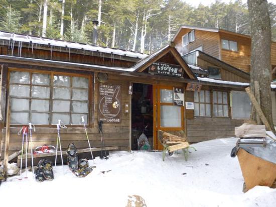 Minamimaki-mura, Japan: 冬のしらびそ小屋入口