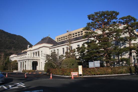 旧県庁舎の建物です。背後が現在...