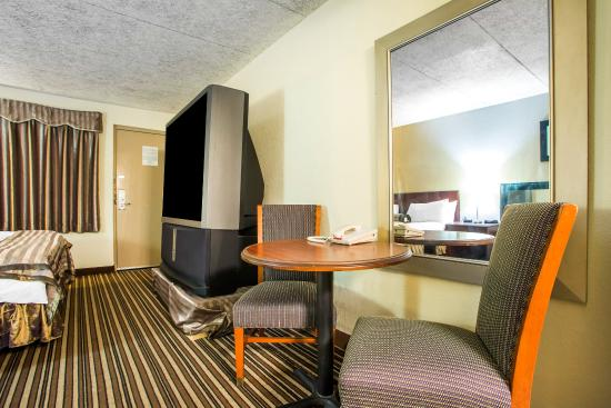 Zanesville, OH: Guest Room