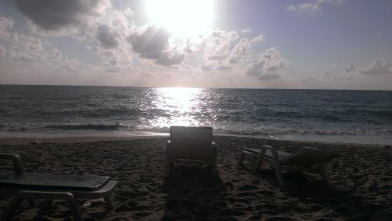 Marina Villa : Утро на пляже
