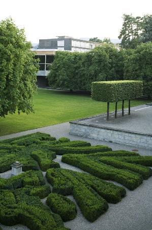 Rueschlikon, Swiss: The Centre and its garden