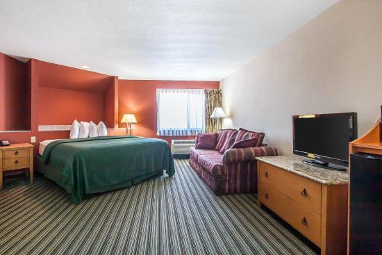 Centerville, TN: Whirlpool suite