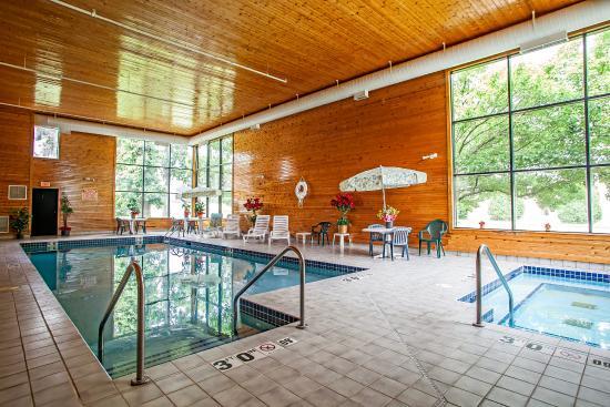 Mukwonago, WI: Pool
