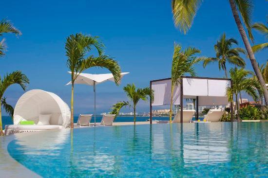 Hilton Puerto Vallarta Resort: Infinity Edge Pool
