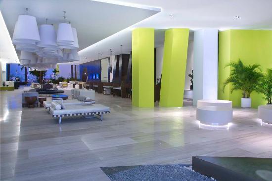 Hilton Puerto Vallarta Resort: Lobby and Lounge Area