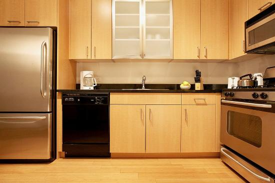 West Seneca, NY: New York Furnished Apartment Kitchen
