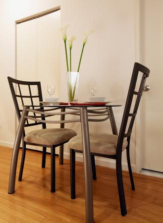 West Seneca, NY: New York Furnished Apartment Dining Room