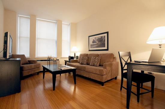West Seneca, NY: New York Furnished Apartment Living Room