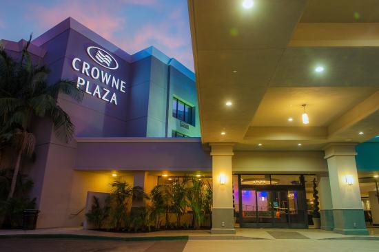 Crowne Plaza Costa Mesa Orange County: Crowne Plaza front entry