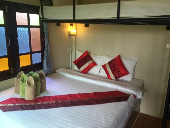 Coco Lanta Resort: Bungalow, Strand und Restaurant