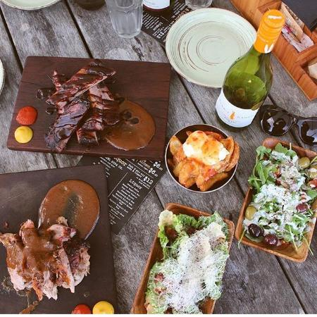 Whangamata, Nieuw-Zeeland: A selection from our night time slow smoked menu