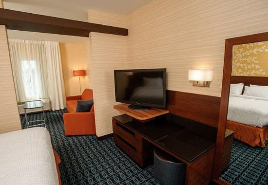 Athens, AL: King Suite Amenities
