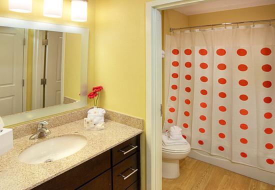 Aberdeen, Güney Dakota: Suite Vanity & Bathroom Area