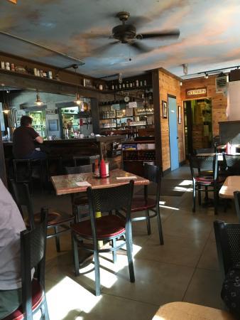 Joshua Tree, كاليفورنيا: Crossroads Cafe dining room
