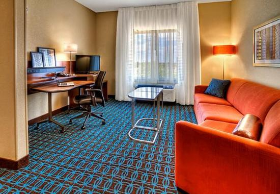 Yukon, OK: Suite – Living Area